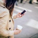 De cada 10 brasileiros, 9 usam o celular para trabalhar fora do expediente