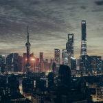 Profissionais de negócios globais no mundo em desenvolvimento acreditam que a China e a Índia vão superar os EUA como centros de inovação tecnológica do mundo até 2035